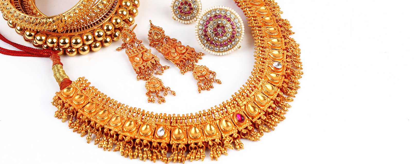 Gold prices up on jewellers buying, overseas cues