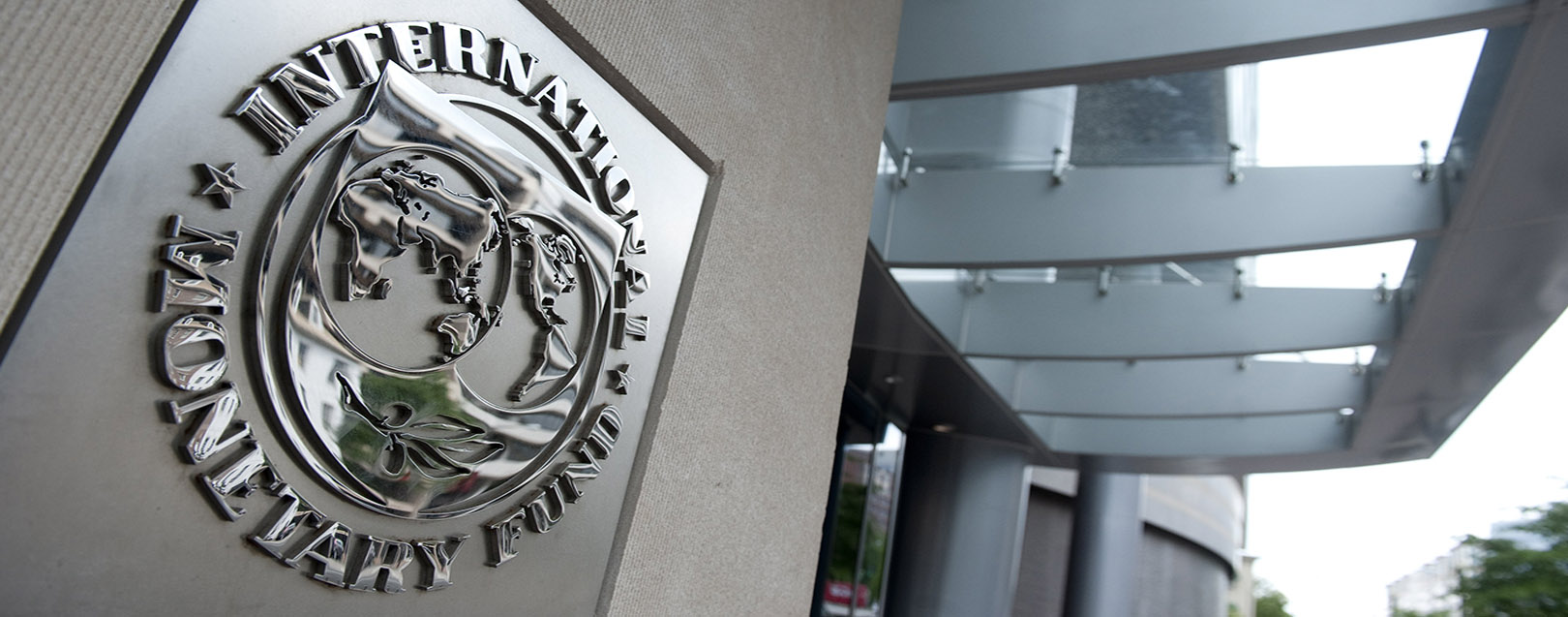 IMF trims India's GDP to 7.4 per cent for 2016-17