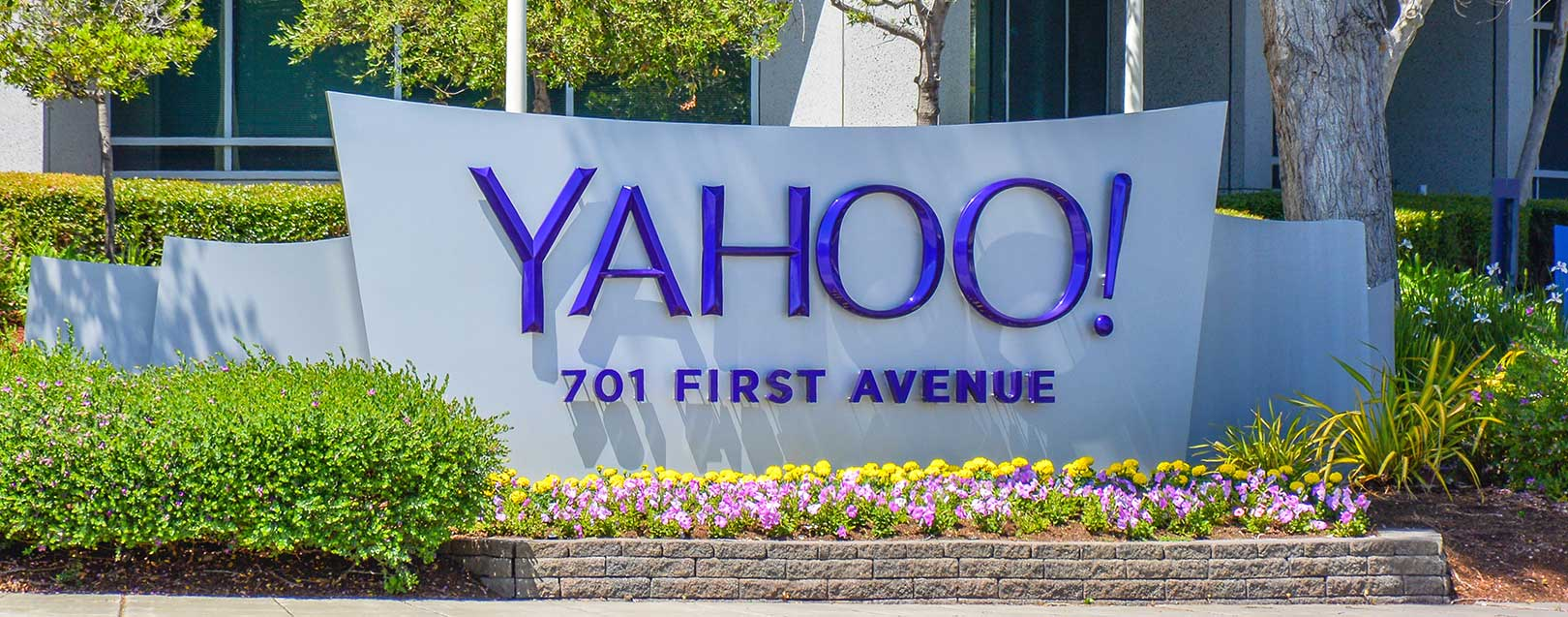 Yahoo inks $4.8bn deal with Verizon for core business