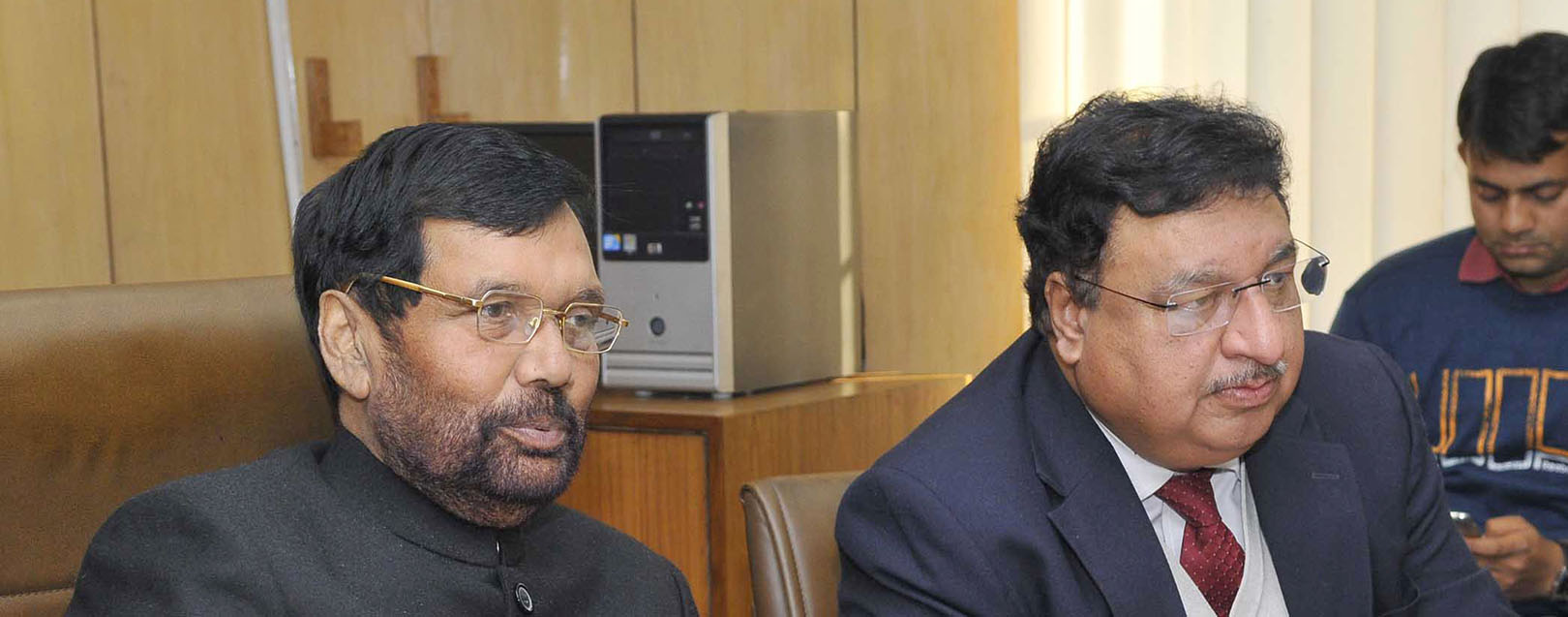 Govt may consider imposing duty on wheat imports: Paswan