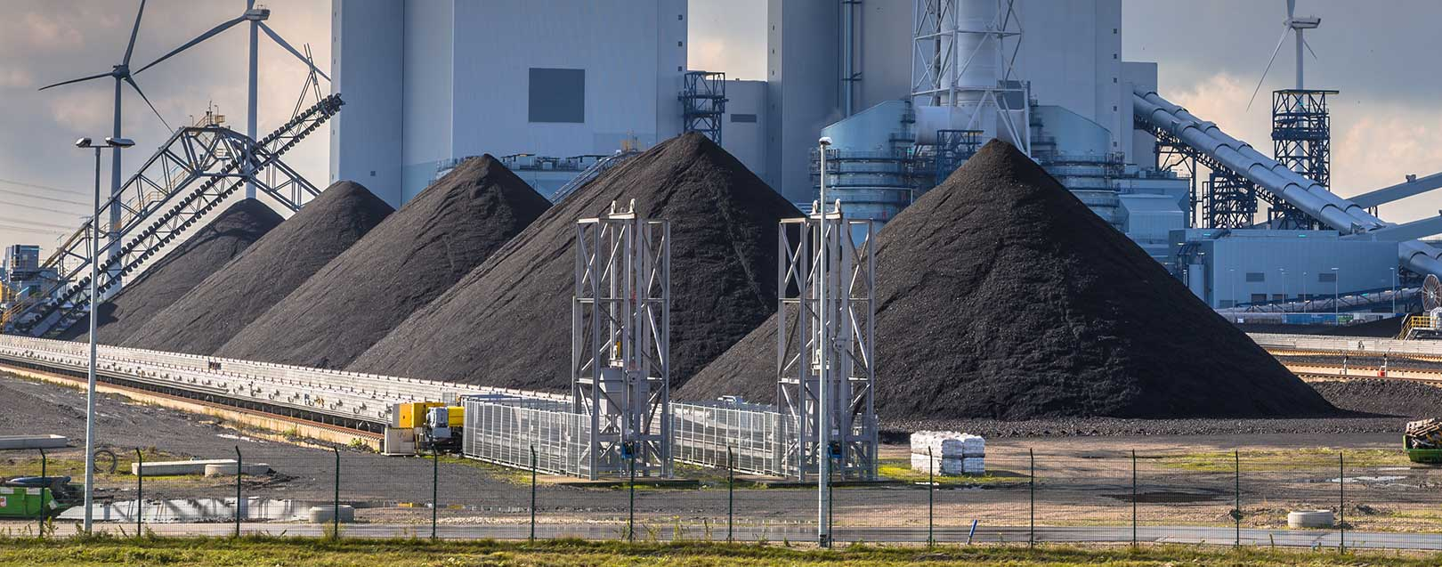 Govt aims to cut coal imports to zero for power PSUs