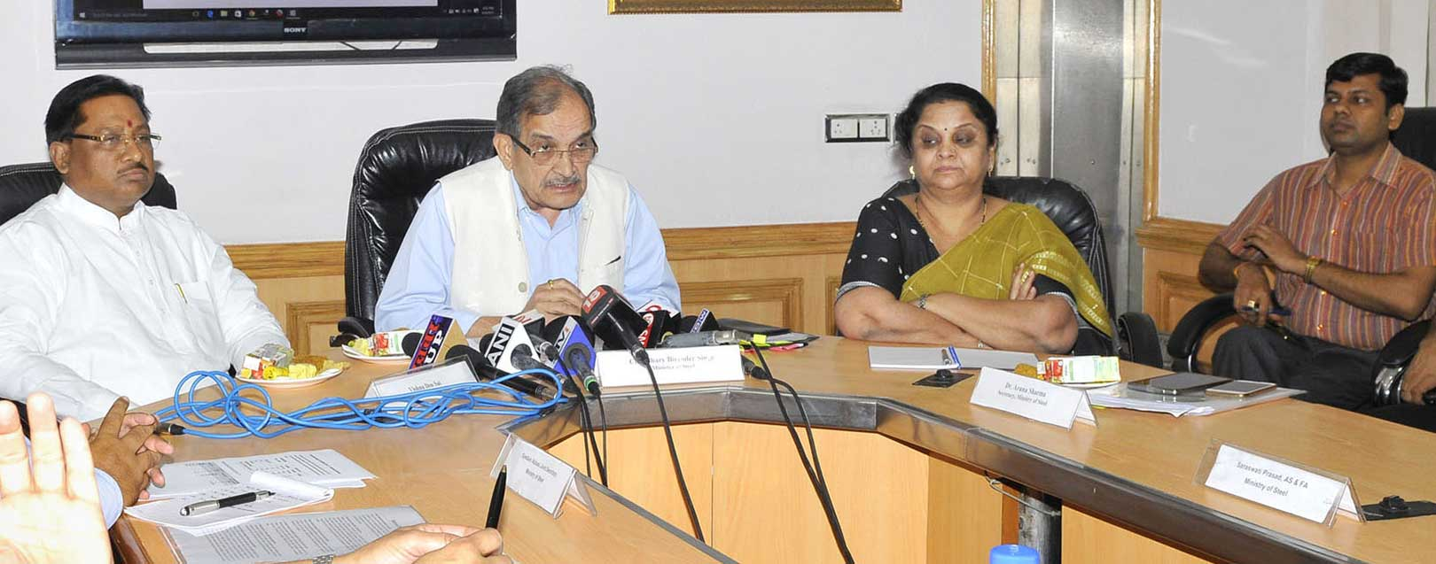 Steel PSUs must perform and compete with pvt players: Steel Min