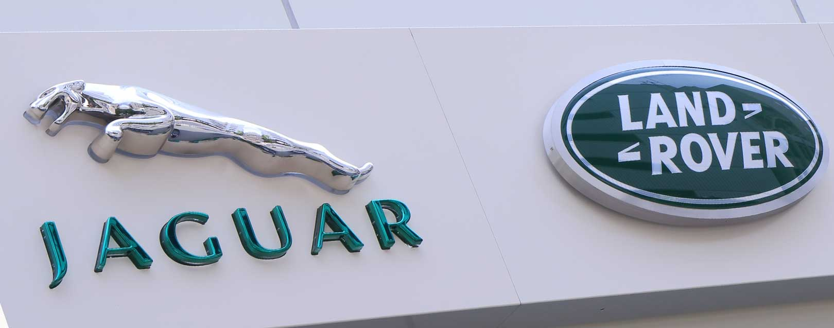 Tata-owned Jaguar Land Rover to hire 5000 people in Britain