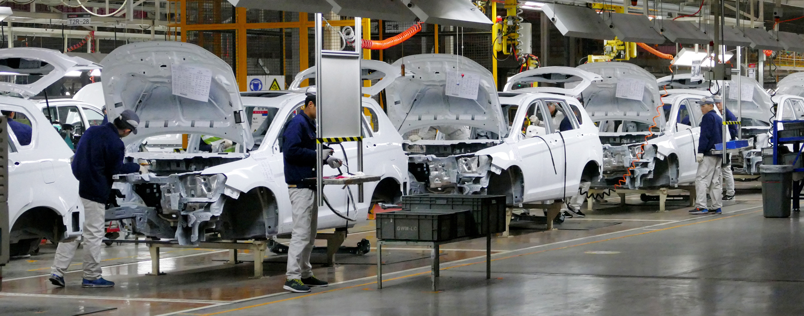 China's manufacturing growth unexpectedly accelerated in Aug
